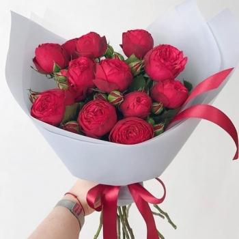 Букет из красных пионовидных роз (Предзаказ)