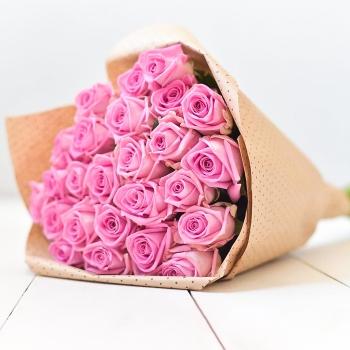 Букет из 25 розовых роз 50 см