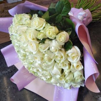 """Букет из 65 белых роз """"Родной"""""""