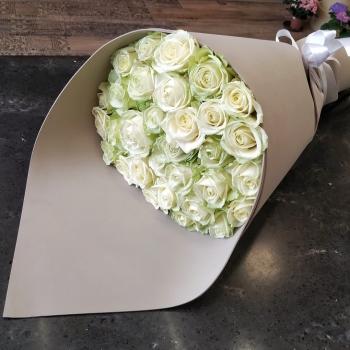 Букет из 31 белой розы 70 см
