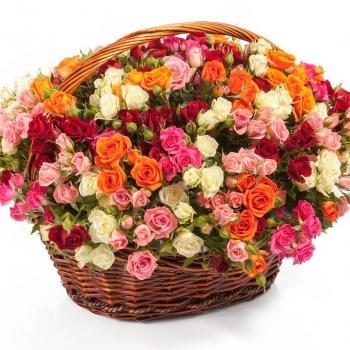 """Кустовые розы в корзине """"Очарование"""""""