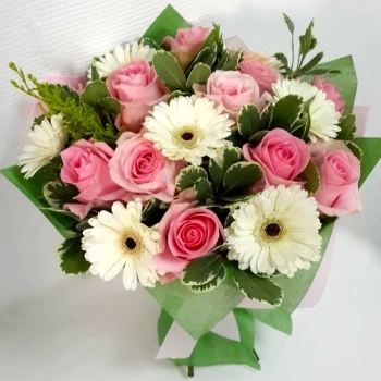 """Букет из роз и гербер """"Жемчужина красоты"""""""
