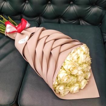 Акция!!! Букет из 19  роз 70 см + Конфеты